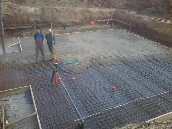 Betonage der Bodenplatte eines EFH