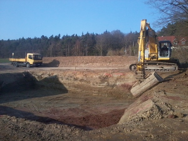 fertig ausgehobene Baugrube für ein EFH